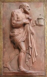 Diogène, à demi-nu, cherche l'homme en plein jour.